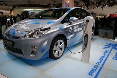 Toyota car sharing condominiale prius plug-in iq