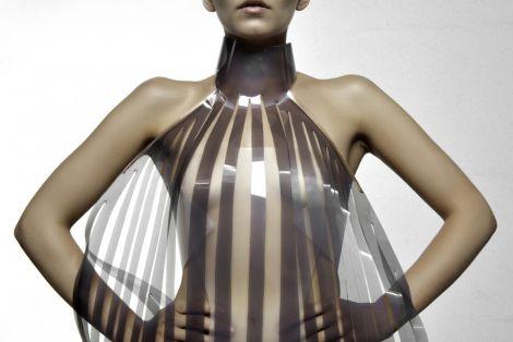 intimacy vestito diventa trasparente