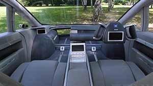 Il posto di guida del concept GM Hy-Wire