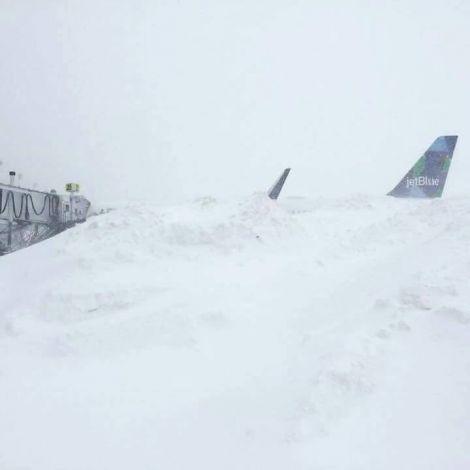 aereo sepolto neve