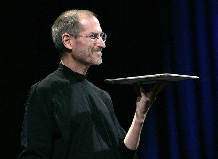 Steve Jobs si dimette da CEO di Apple