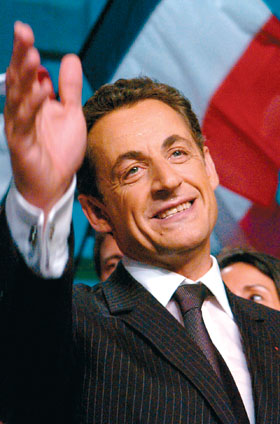Violata pagina Facebook Sarkozy