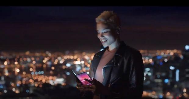 samsung teaser smartphone pieghevole