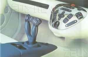 I comandi della Mercedes F200