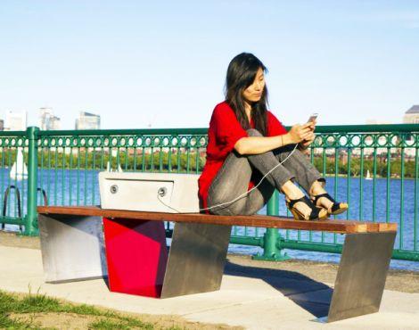Soofa solar bench