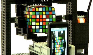 Gilday smartphone LEGO risolve cubo Rubik Android