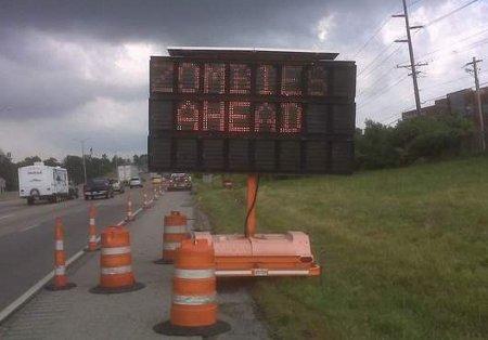 hacker cartelli stradali zombie lavori in corso