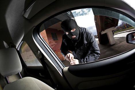 auto senza chiavi furto