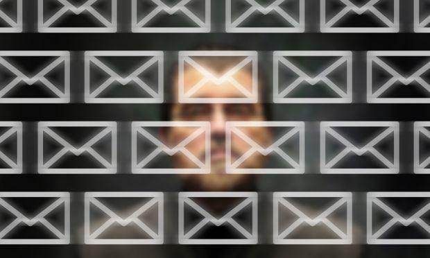 email controllo dipendenti