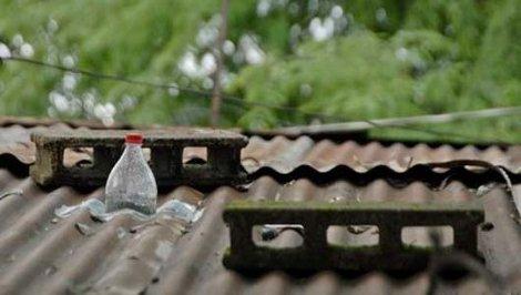 Bottiglia acqua candeggina lampadina 50 watt