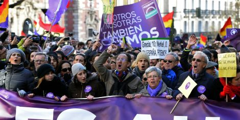 Podemos marching