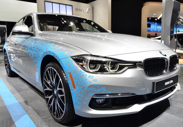 03.BMW 300e