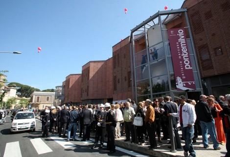 Folla nuovo negozio Trony Roma
