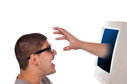 Facebook furto identità privacy