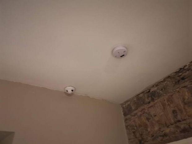 È possibile rilevare telecamere nascoste in una camera d\'albergo ...