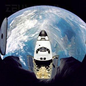 Astro_Mike Twitter dallo spazio Atlantis Hubble