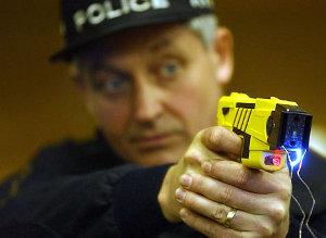 Ottantaseienne taserata dalla polizia