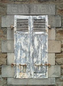 Vecchie finestre (foto di Arnaud Le Bot)