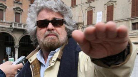 Beppe Grillo saluto romano