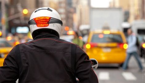 casco con gli stop