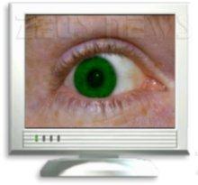 Un occhio ci spia attraverso il monitor