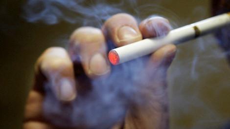 Divieto sigarette elettroniche minori 16 anni