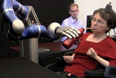 braccio robotico pensiero paralisi
