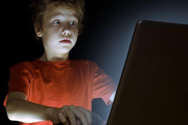 Microsoft, una IA per scovare i pedofili in Rete