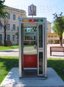 Cabina telefonica (foto di Wolf Friedmann)